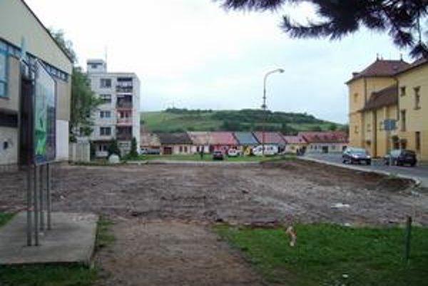 Nové parkovisko pribudne v centre Spišských Vlách.