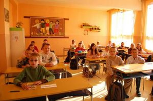 Nový školský rok. V škole odštartoval bez kamier. V 23 triedach sa učí 430 žiakov.