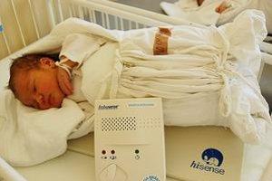 Aby bábätká neboli v ohrození. Monitory dychu nemocnici v Levoči darovala Nadácia Križovatka, nezisková mimovládna organizácia, ktorá pomáha deťom ohrozeným syndrómom náhleho úmrtia dojčiat.