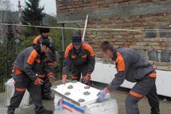 Spišiaci mali možnosť vyskúšať si zatepľovanie počas odbornej stáže.