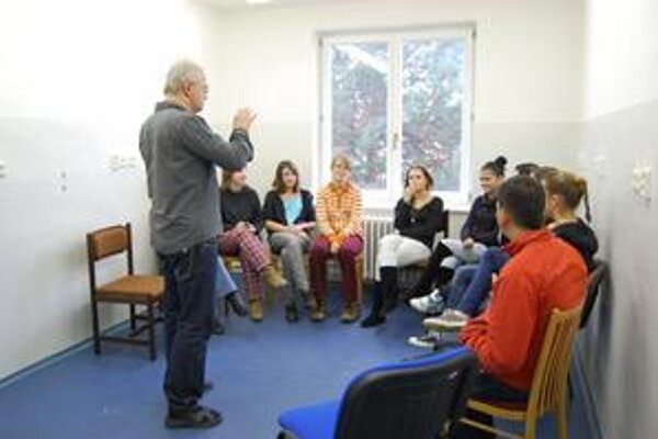 Študenti. O rizikách s nimi hovoril J. Rešovský (na snímke vľavo).