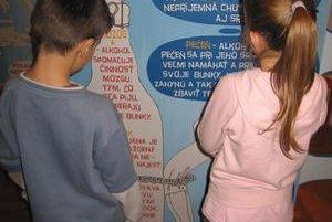 Drogy. Formou hier a interaktívnych panelov sa deti dozvedeli o účinkoch drog na ľudský organizmus.