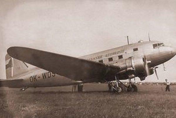 Dakota DC-3. Stroj tohoto typu sa zrútil v januári 1956 v Levočských vrchoch.