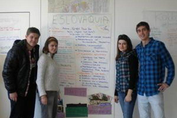 Slovenskí študenti. Environprojekt predstavila aj Spišiačka Mirka, na snímke druhá sprava.