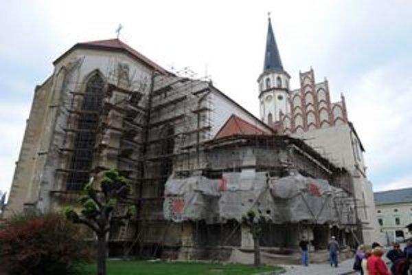 Obnovovaný chrám sv. Jakuba v Levoči.