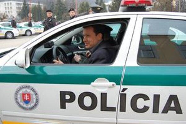 Testovač. Jedno z áut pre PMJ-čkárov si Lipšic osobne vyskúšal.