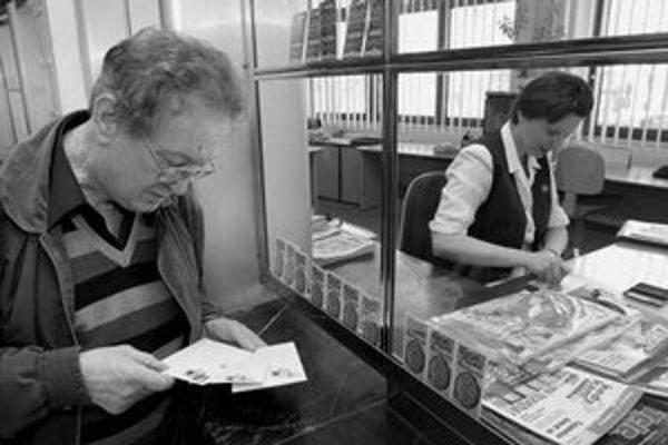 Zmeny otváracích hodín v poštových pobočkách sa neudejú. Podľa pošty stačí dlhší jeden deň v týždni.