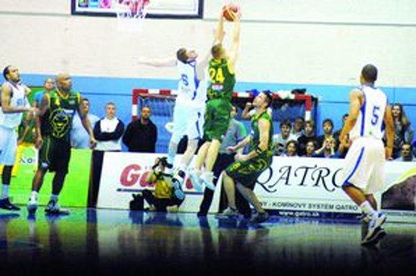 Tretí zápas na Spiši. Basketbalové semifinále Sp. Nová Ves – Levice má dnes tretie pokračovanie.