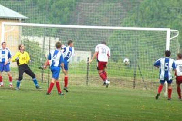 Prvý gól zápasu. Šláger kola vyhrala Mária Huta. Cestu za víťazstvom odštartoval týmto gólom Norbert Tokár (č.11).