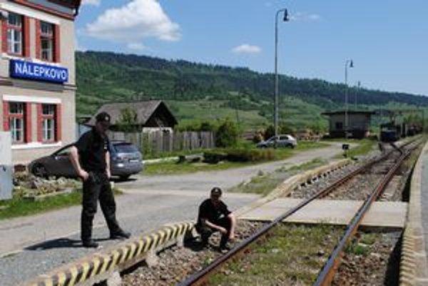 Policajti. Riešili okrem iného aj kuriózny prípad krádeže traťového kábla.