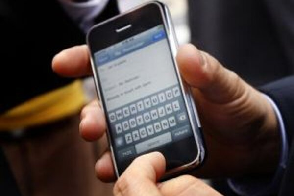 Na spoločnosť Apple boli kvôli telefónom iPhone podané v USA žaloby.