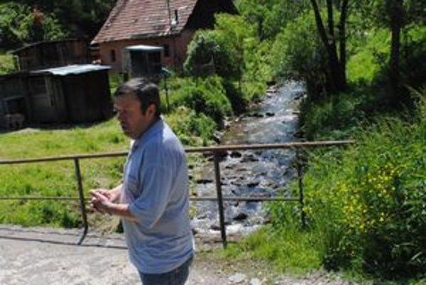 Zimná voda. Obec si potok požičala, aby ho mohla dať do poriadku. Na snímke Michal Zákutný.