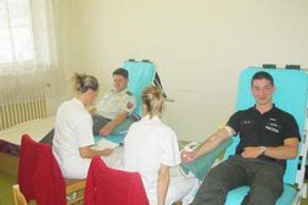 Štefan Malíšek, zástupca riaditeľa podhradského policajného oddelenia tiež daroval krv.