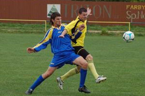 Kapitán ich načal. Cestu za víťazstvom Kluknavy nad Markušovcami (4:0) odštartoval dvoma gólmi kapitán Ján Richnavský (vpravo).