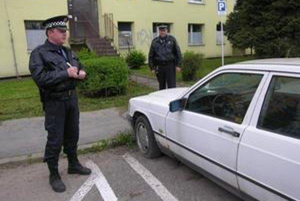 Opustené autá. Mestská polícia pravidelne monitoruje situáciu v Spišskej Novej Vsi v prípade vrakov.