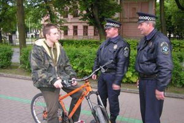 Iba mladí? Podľa názoru zainteresovaných je práca mestských policajtov je limitovaná vekom a dobrou kondíciou.