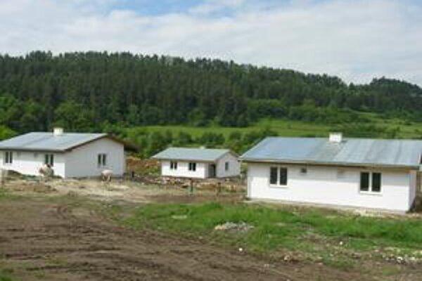 Domy na Rybníčku. Prvých 12 domov je už dnes realitou. Ďalšie pribudnú v budúcom roku.