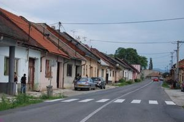 Spišské Vlachy. Na Vajanského ulici, podobne ako podhradskej Šefánikovej, mestá skupujú domy.