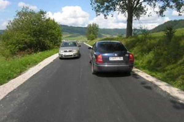 Vodiči osobných áut stret prekonajú bez väčších problémov, napriek tomu sú opatrní.