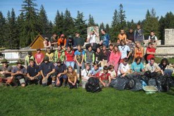 Upratovanie Raja. Chodníky po sezóne vyčistilo 60 skautov a skautiek.