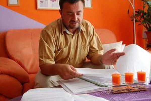 Nešťastný Ľubomír. Doplatil na podnikateľove sľuby, po roku má iba kopec korešpondencie a je bez auta.