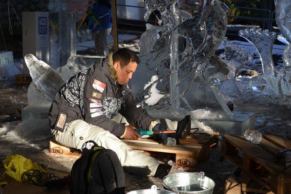 Umelci pracovali v nezvyčajnom teple, ktoré zasiahlo aj do hodnotenia súťažného dňa.