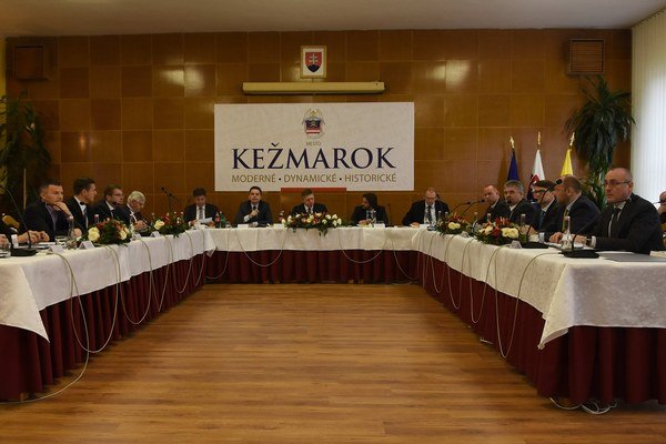 Delenie peňazí. V Kežmarku išlo prvé sedenie vlády.