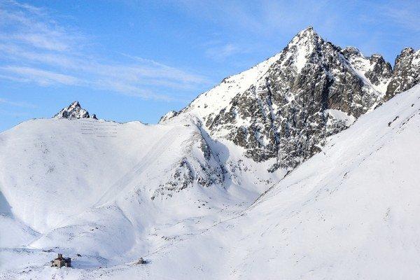 Na zjazdovke v Lomnickom sedle je jeden a pol metra prírodného snehu.