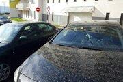 Zafúľané autá. Neželaný import zo Sahary potešil azda len majiteľov autoumyvárok.