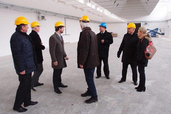 Dánska firma v týchto priestoroch zamestná predovšetkým špecialistov na zváranie v ochrannej atmosfére a špecificky aj hliníka.