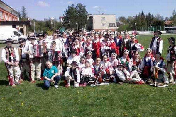 Maguráčik. Úspešní mladí folkloristi.