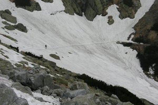 Na snehových poliach sa často stávajú vážne úrazy.