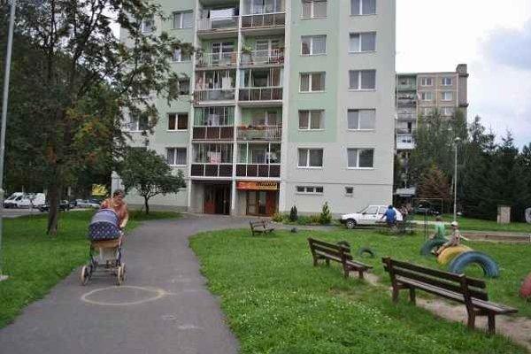 Najžiadanejšou lokalitou, čo sa týka bytov, je centrum mesta a Chrenová, najmenej lukratívna je Klokočina.