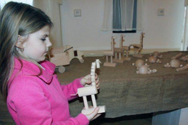Drevené hračky sú určené predovšetkým deťom.