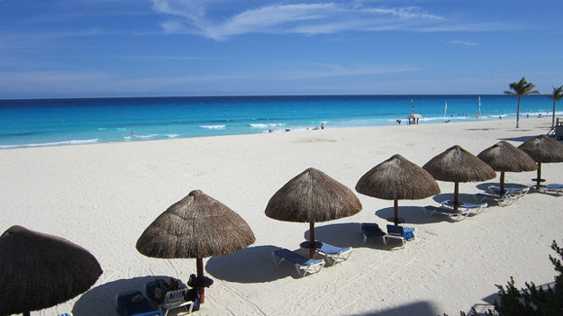 Pláže v okolí mexického Cancúnu sa na Silvestra zaplnia.