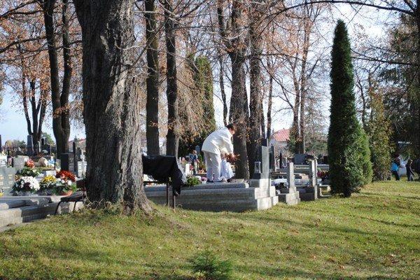 Kežmarský cintorín bude otvorený nonstop.