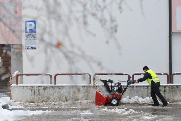 Aj v Poprade túto zimu na údržbe ušetria.