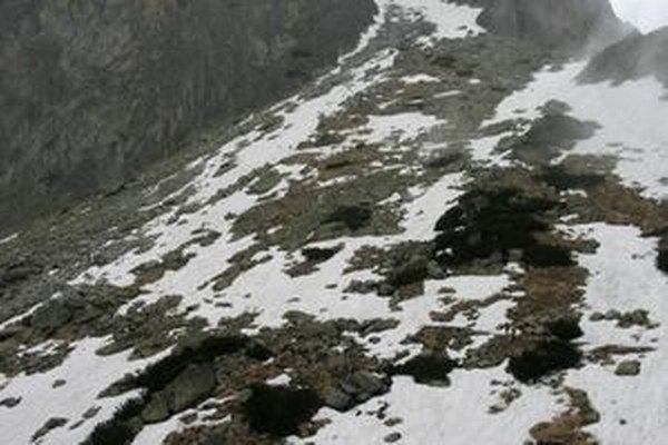 Na turistických chodníkoch v Tatrách je ľad a sneh.
