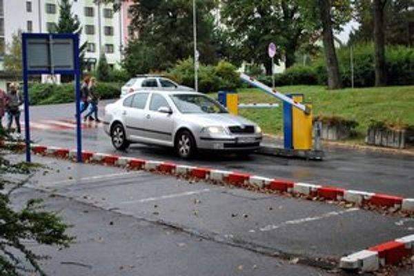 Platené parkovanie. V porovnaní s inými mestami je Poprad najlacnejší.