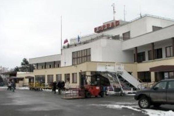 Letisko pod Tatrami nemá pravidelnú linku.