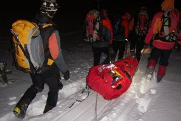 Muža z Furkotskej doliny viezli za tmy, mal poranenú hlavu.