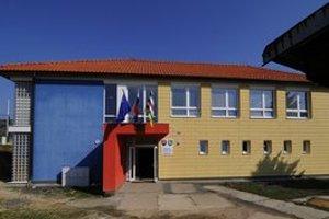 Škola vo Vikartovciach.