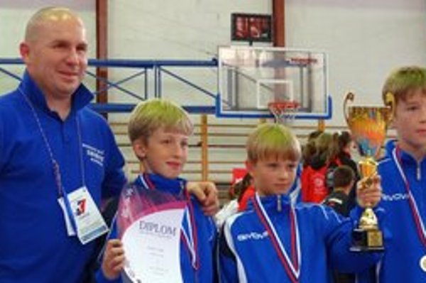 Majstri Slovenska. Zľava: tréner Ján Glatz, Igor Hauser, Marko Jalowiczor a Tomáš Gajan.