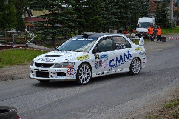 Obhajcovia prvenstva. Posádka Ondrej - Gömöri počas minuloročnej Rallye Tatry.