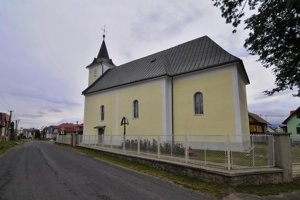 Rímskokatolícky Kostol Svätého Mikuláša vo Vyšnej Šuňave postavený v roku 1832 Jánom Nepomukom Habovským.