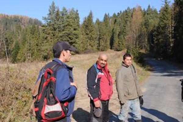 Lesní robotníci z Ihlian. Explózia nastala v lokalite zvanej Majerka.