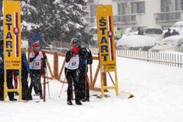 Štart pretekov. Slovenský pohár v behu na lyžiach.