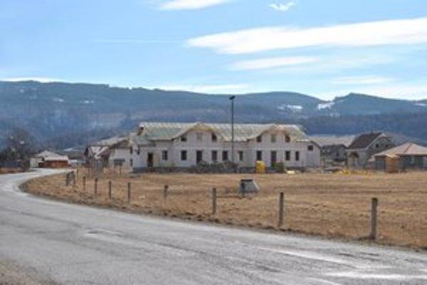 Bytový dom v Spišskom Bystrom. Stojí na začiatku obce v novej zástavbe v smere od Popradu.