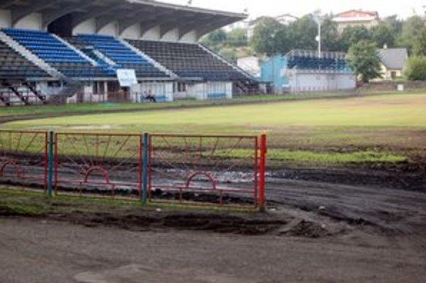 Projekt NTC v Poprade. Podmienkou SFZ je, aby štadión nebol zaťažený žiadnymi právami iných.