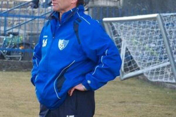 Tréner seniorov FK Poprad V. Lajčák. Popradský kouč prežil neľahkú sezónu.